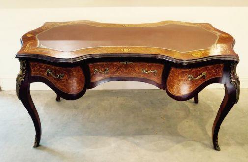 Письменный стол из орехового дерева с маркетри инкрустациями