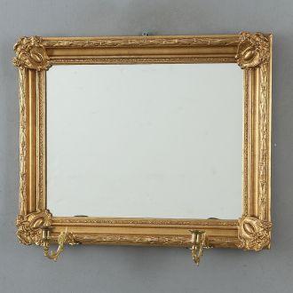 Старинное зеркало с подсвечниками
