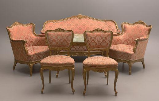 Комплект мягкой мебели золотистого цвета