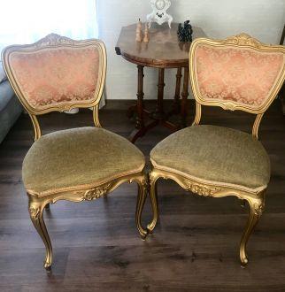 Пара позолоченных стульев