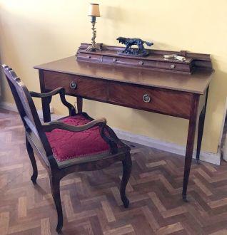 Английский  письменный стол