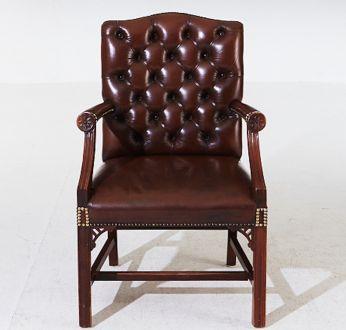 Кабинетное кожаное кресло